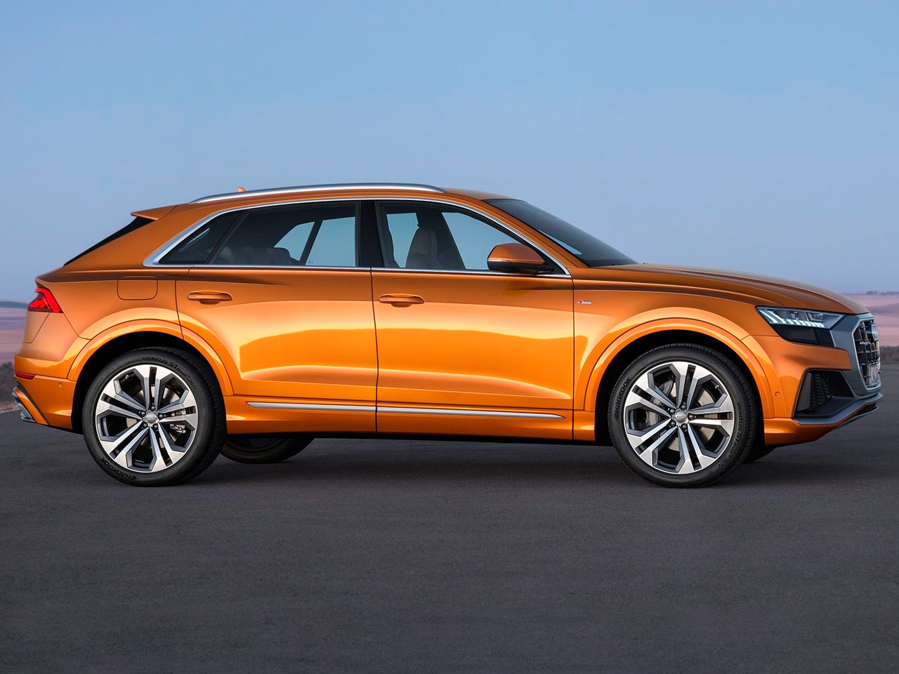 Lateral Audi Q8