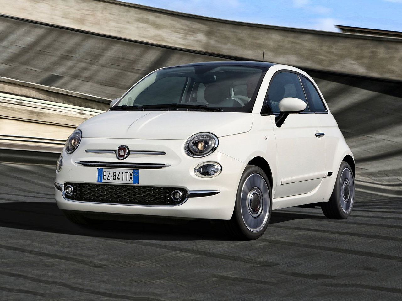 vista frontal fiat 500 movimiento