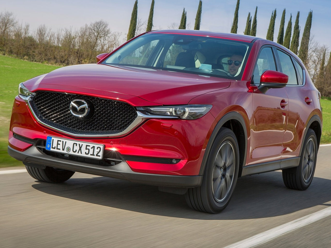 vista frontal mazda cx-5 movimiento