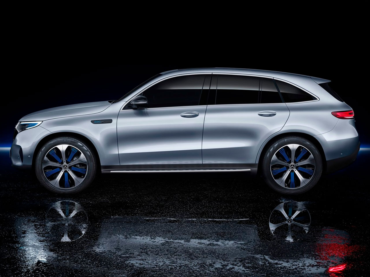 Lateral Mercedes EQC