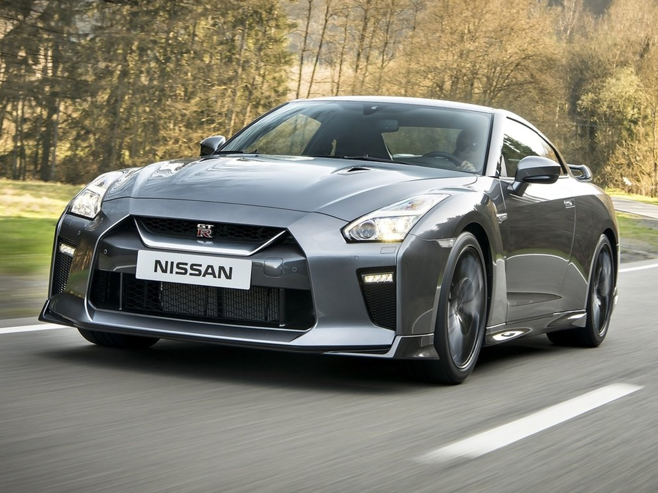 Frontal Nissan GT-R