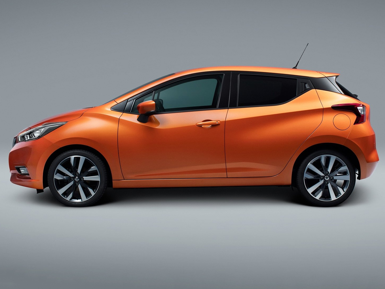 Lateral Nissan Micra