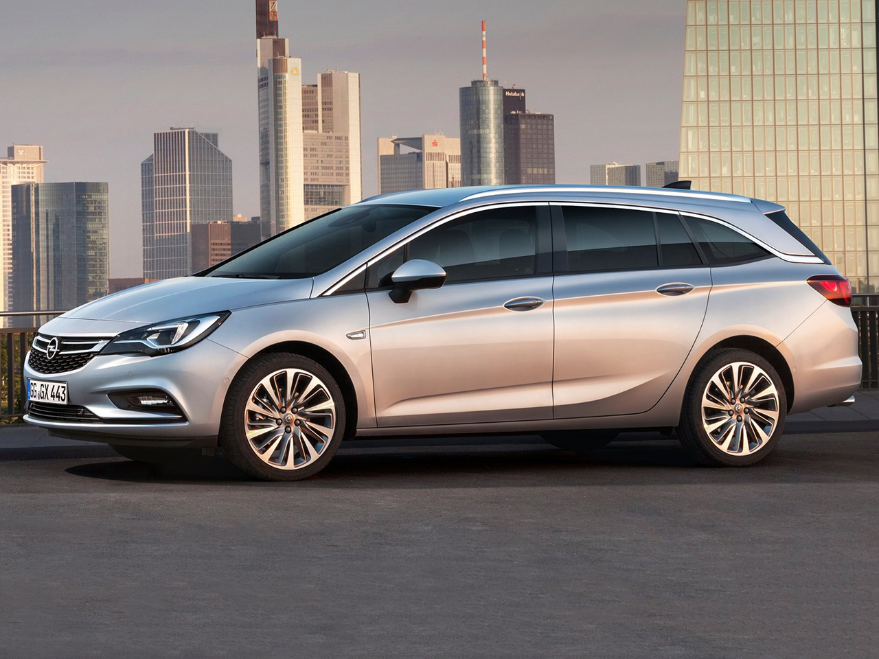 Lateral Opel Astra Sports Tourer