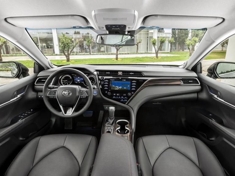 Diseño interior del Toyota Camry 2019