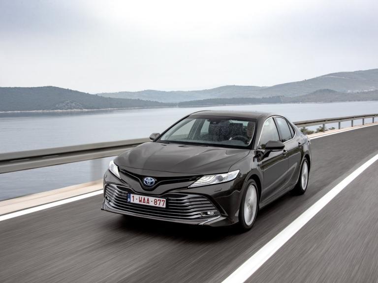 Toyota Camry 2019 en la calle