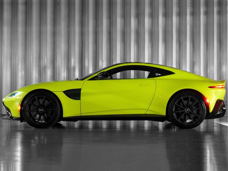 Lateral Aston Martin Vantage