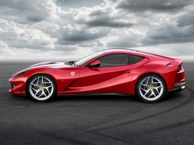 vista lateral ferrari 812 superfast