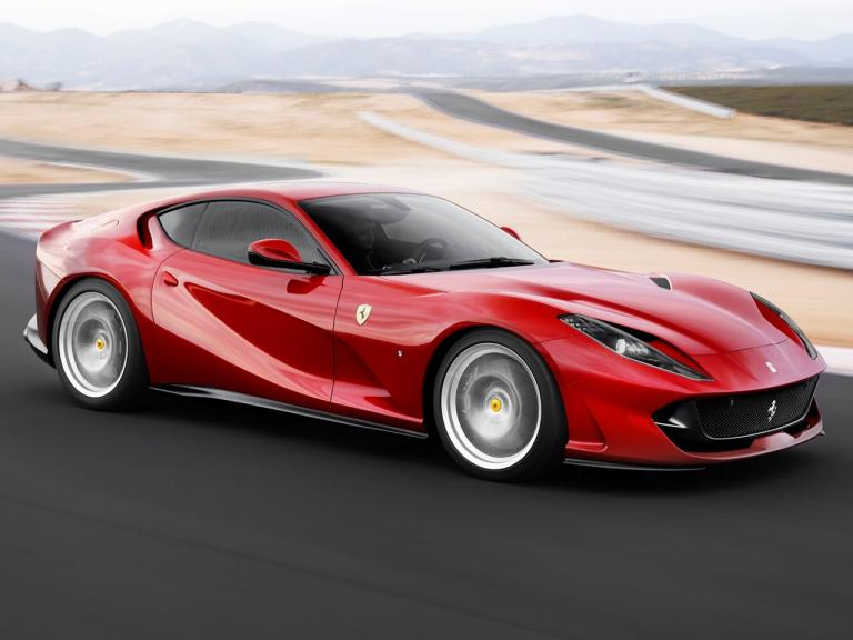 vista frontal ferrari 812 superfast movimiento