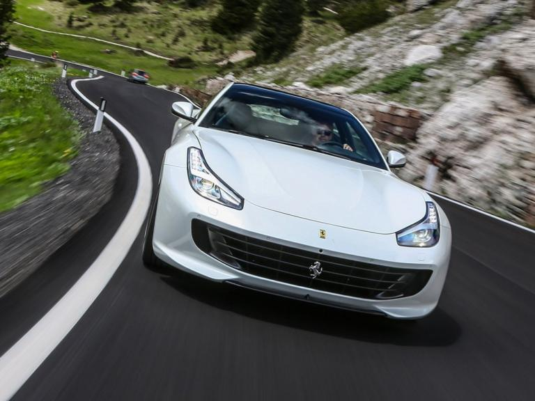 vista frontal ferrari gtc4 lusso movimiento