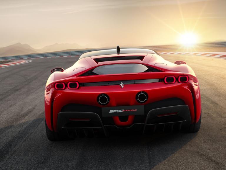 Ferrari S90 Stradale desde la visión trasera