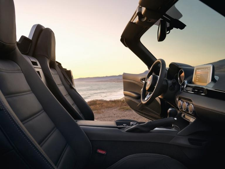 vista interior fiat 124 spider