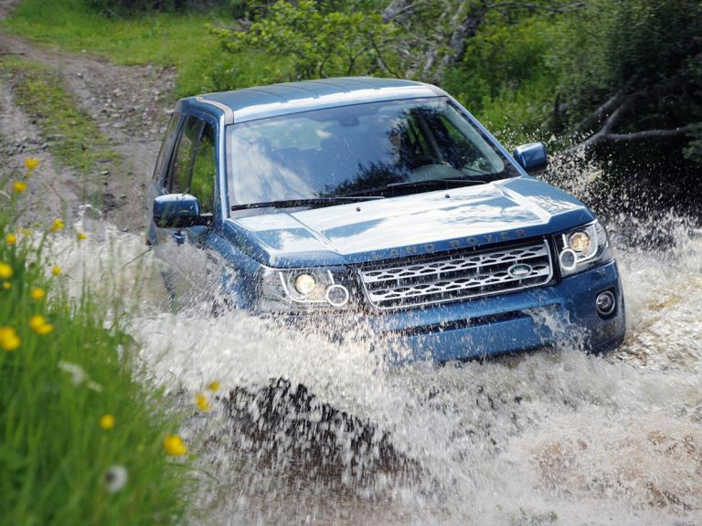 vista frontal land rover freelander movimiento
