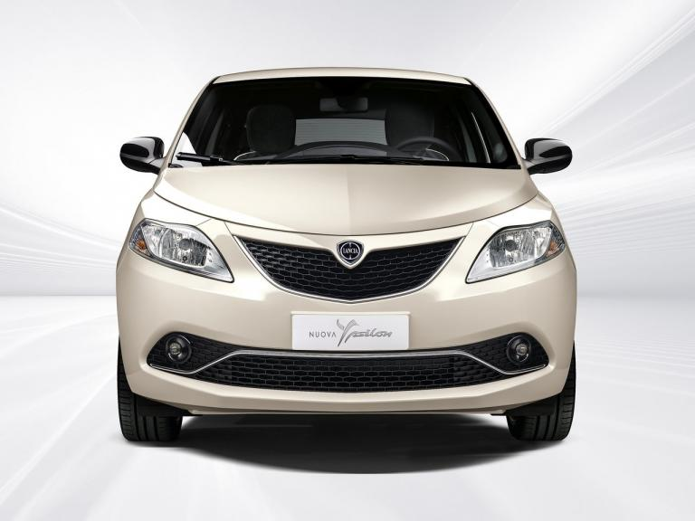 vista frontal lancia ypsilon