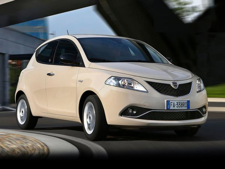 vista lateral lancia ypsilon movimiento