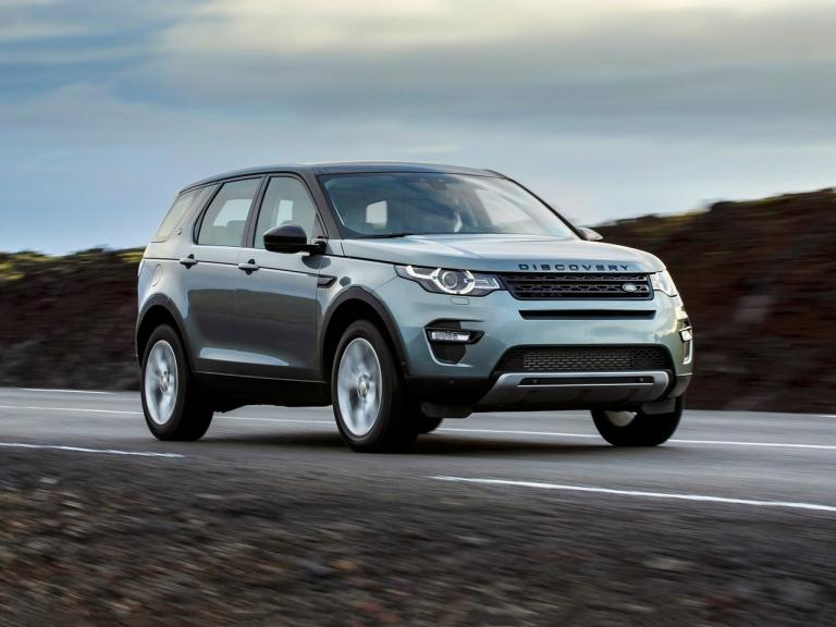 vista frontal land rover discovery sport movimiento
