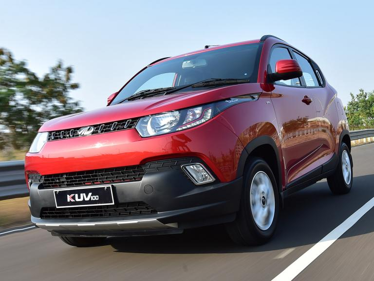 vista frontal mahindra kuv100 movimiento