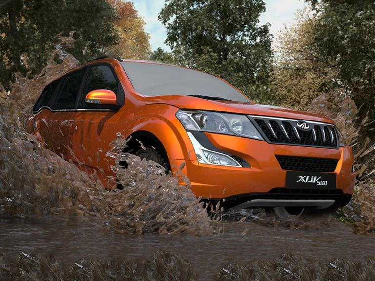 vista frontal mahindra xuv500 movimiento