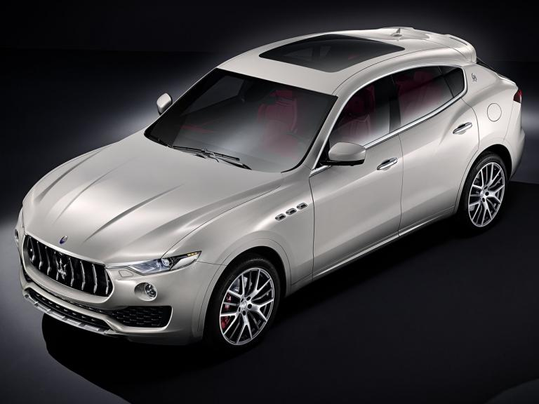 vista lateral maserati levante