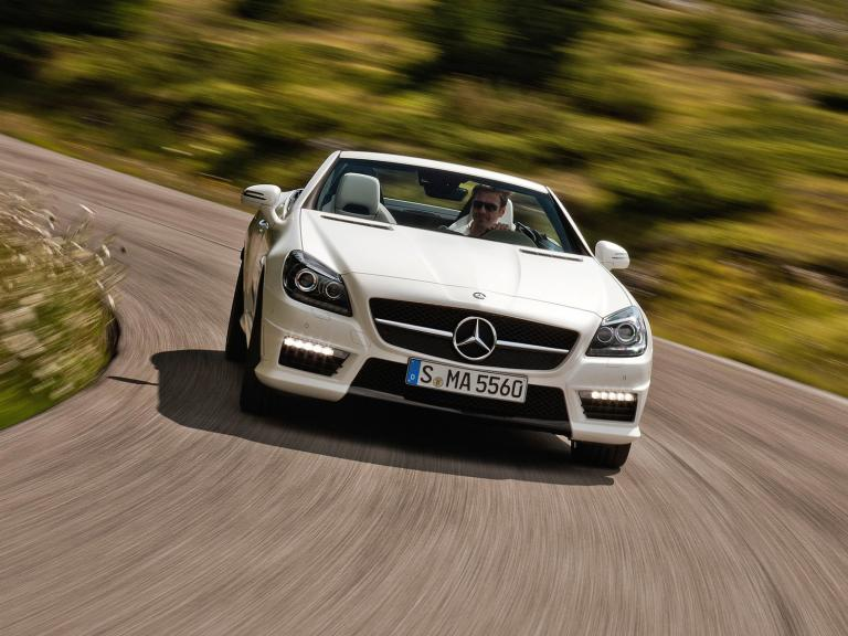 vista frontal mercedes slk 55 amg movimiento