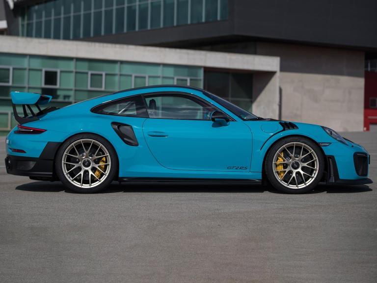 Lateral Porsche 911 GT2 RS