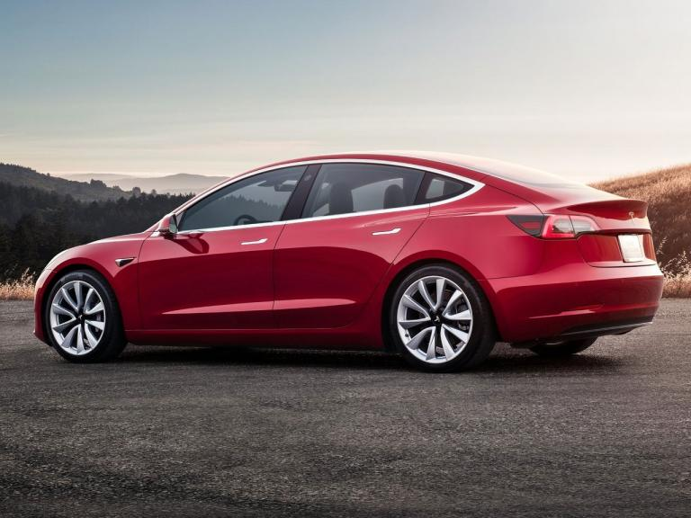 Lateral Tesla Model 3