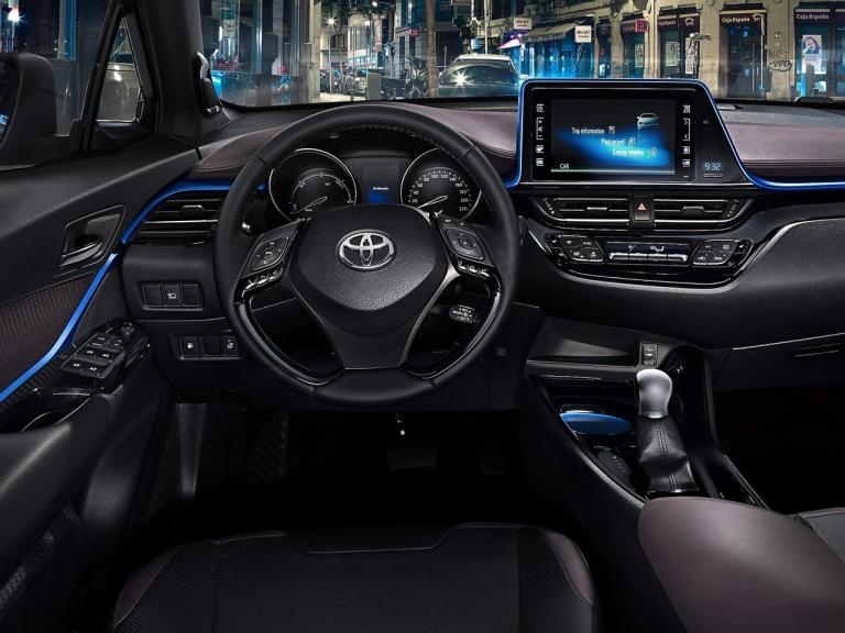 vista interior toyota c-hr