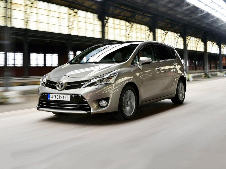 Frontal Toyota Verso