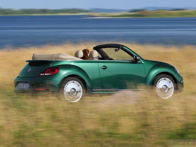 Lateral Volkswagen Beetle Cabrio