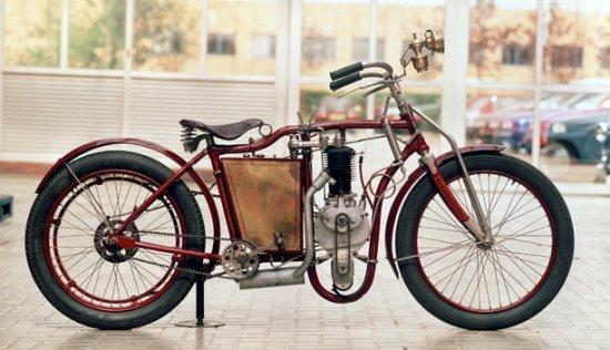 1894 - 1900 Un constructor de bicicletas y motos