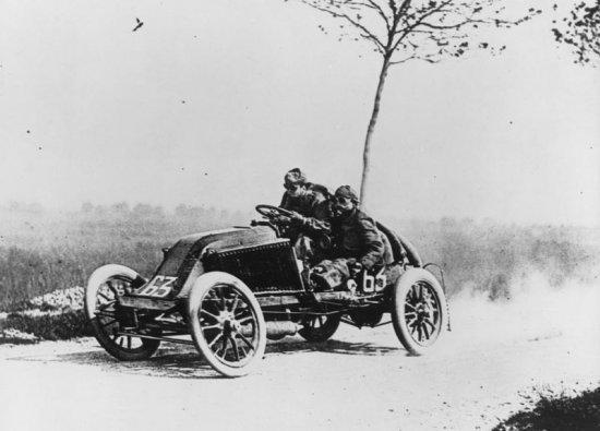 1901 - 1910 Comienza la producción en serie